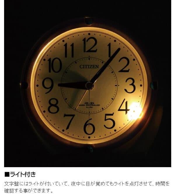 ライト付き 文字盤にはライトが付いていて、夜中に目が覚めてもライトを点灯させて、時間を確認する事ができます。