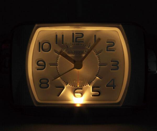 RHYTHM リズム 大音量アラーム 目覚まし時計 タフバトラー636 照明点灯時