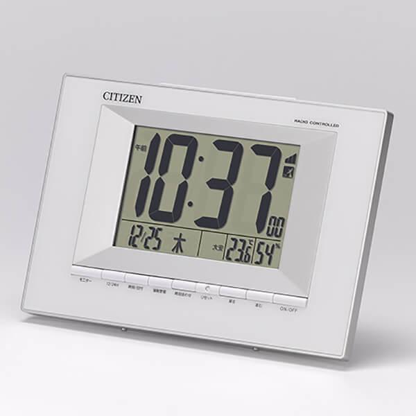 RHYTHM リズム デジタル 電波 掛け置き兼用 目覚まし時計 フィットウェーブD169 8RZ169SR23 壁に掛けた状態