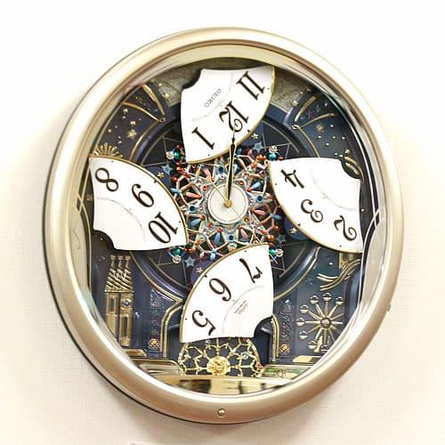 文字盤が4つに分かれてくるくる回転するセイコー電波からくり掛け時計